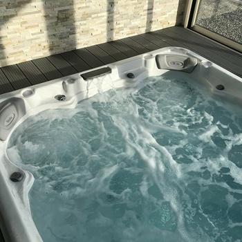 Spa de nage intérieur